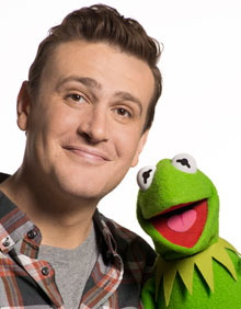 Jason-Segel-with-Kermit-001